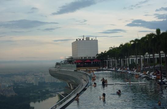 Sky Park... kolam renang di awang-awang... cerdas memanfaatkan dan mengolah airnya