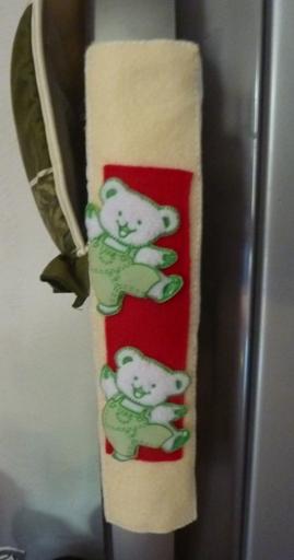 tambahan flanel krem dan merah dengan aplikasi teddy bear..